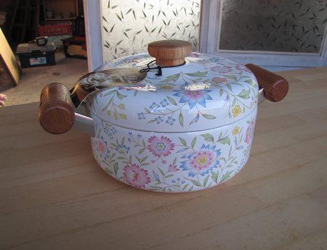 花柄の琺瑯鍋